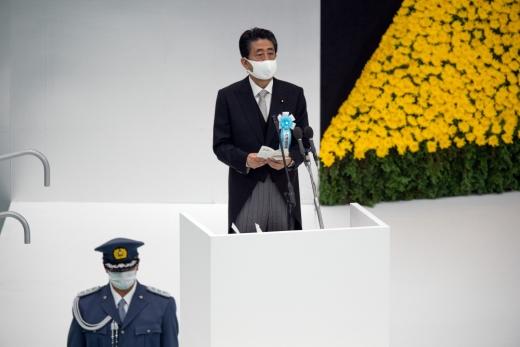 아베 신조 일본 총리가 15일 태평양전쟁 종전(패전) 75주년 기념 행사에서 '적극적 평화주의'를 내세워 논란이다. /사진=로이터