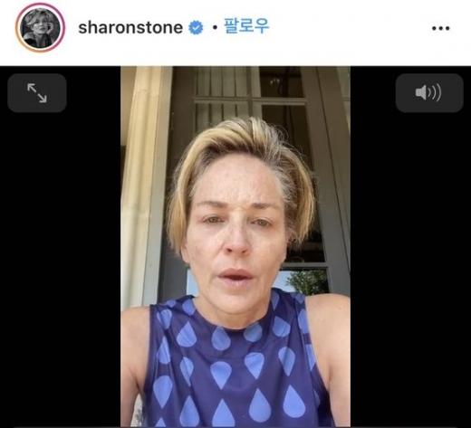 배우 샤론 스톤(62)이 신종 코로나바이러스 감염증(코로나19)에 걸린 여동생의 병실 사진을 공개하며 마스크를 쓰지 않는 이들을 비난했다. /사진=샤론 스톤 SNS