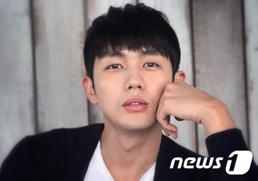 그룹 2AM 출신 겸 배우 임슬옹의 보행자 무단횡단 교통사고와 관련해 경찰이 추가 소환을 계획 중인 것으로 알려졌다. /사진=뉴스1