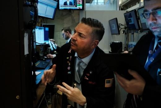 나스닥과 S&P가 또다시 최고가를 경신했다.사진은 뉴욕증권거래소 트레이더 모습.©뉴스1