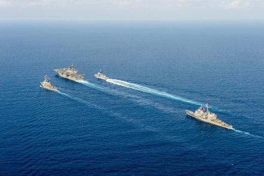 중국이 군사훈련을 벌이는 남중국해에 파견된 미국의 니미츠급 항모 전단. 사진=로이터