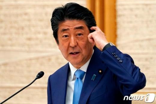 아베 신조 총리가 조만간 기자회견을 열어 자신을 둘러싼 각종 추측에 대한 입장을 밝힐 예정이다./사진=뉴스1