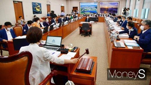 [머니S포토] 국회 국토위 주재하는 진선미 위원장