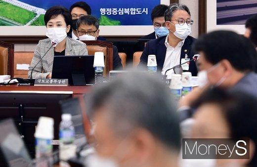 """[머니S포토] 김현미, """"부동산 관련 법안 통과…효과 8월부터 작동하기 시작"""""""