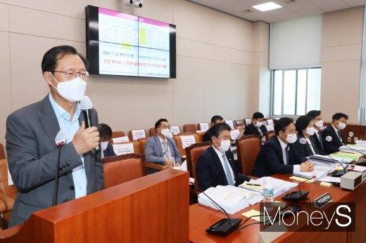 [머니S포토] 국회 산자중기위, 답변하는 김종갑 한전 사장