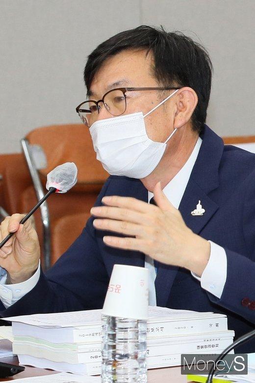 [머니S포토] 공매도 관련 질의 답하는 '김상조'