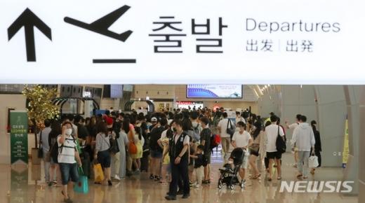 25일 한국공항공사 제주지역본부에 따르면 이날 오후 5시30분 제주국제공항에서는 이날 저녁 8시50분 김포국제공항을 출발해 제주 도착 예정이던 대한항공 KE1289편 등 국내선 7편이 사전에 결항 조치 했다. /사진=뉴시스
