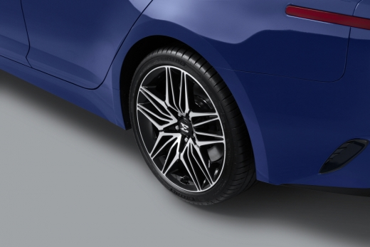 사이드 실루엣은 새로운 디자인의 18, 19인치 휠이 적용돼 더욱 역동적으로 진화했다는 평이다. /사진제공=기아자동차