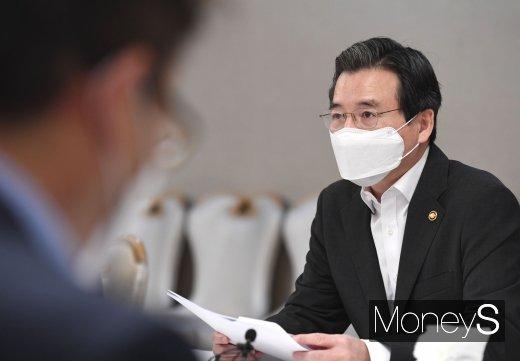 [머니S포토] 혁신성장 전략점검회의에서 발언하는 김용범 차관