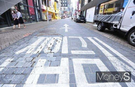 [머니S포토] 사회적 거리두기 2단계 한주 더 연장