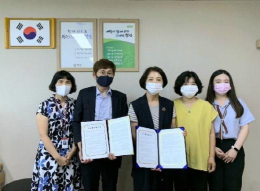 국민건강보험공단 함안의령지사와  함안군보건소는 소아·청소년 당뇨 환자와 보호자의 건강지원을 위한 업무 협약을 체결했다./사진=건보공단