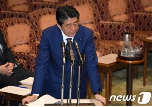 아베 신조 총리가 총리직 사임을 밝히기에 앞서 자민당 총재직을 내려놓겠다는 의견을 표명했다./사진=뉴스1