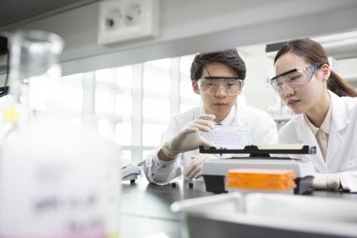 올해 상반기 국내 제약사는 신종 코로나바이러스 감염증(코로나19) 여파에도 매출 대비 10%가 넘는 연구개발(R&D) 투자를 감행했다./사진=동아에스티