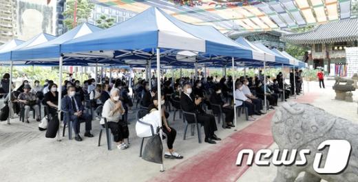 지난 26일 고 박원순 전 서울시장 49재 막재가 서울 종로구 조계사에서 열렸다. /사진=뉴스1