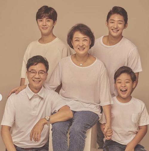 배우 이태성이 가족사진을 공개했다. /사진=이태성 인스타그램