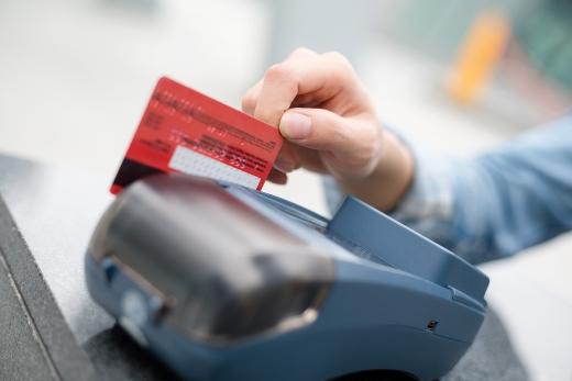 올 7월 카드 승인금액은 77조7000억원, 승인건수는 19억5000만건으로 전년 동월보다 각각 6.0%, 2.9% 늘어난 것으로 나타났다. 증가세는 6월보다 둔화됐지만 평년 수준의 증가율을 보였다./사진=이미지투데이