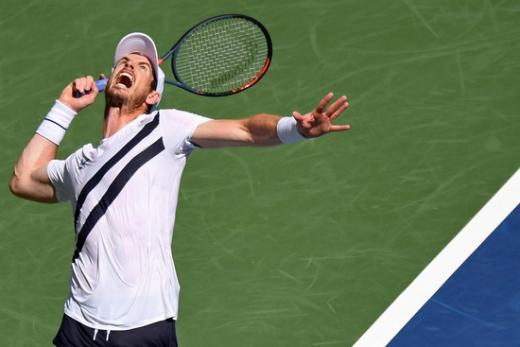 영국 테니스 선수 앤디 머레이가 2일(한국시간) 미국 뉴욕 빌리 진 킹 국립 테니스 센터에서 열린 2020 US오픈 테니스 대회 1차전 니시오카 요시히토와의 경기에서 서브를 넣고 있다. /사진=로이터