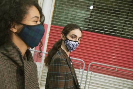 영국 럭셔리 패션 브랜드 멀버리에서 페이스 마스크를 처음으로 선보인다. /사진=멀버리
