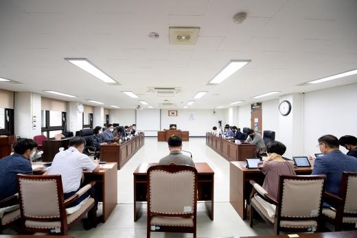 김포시의회(의장 신명순)가 2일 오후 월례회의를 열어 향후 의회활동 협의를 진행했다. / 사진제공=김포시의회