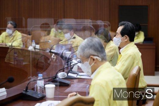 [머니S포토] 정세균 총리, 코로나19 대응 중대본 회의 주재