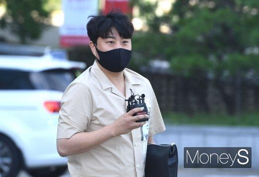 [머니S포토] 김호중 '콘서트 VOD 네버엔딩 스토리 촬영 왔어요'