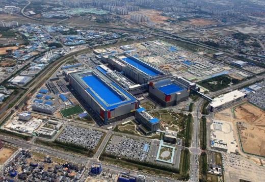 부동산시장에 삼성 효과가 거세다. 사진은 세계 최대 반도체 공장이 들어선 삼성전자 평택캠퍼스 일대 전경. /사진=삼성전자