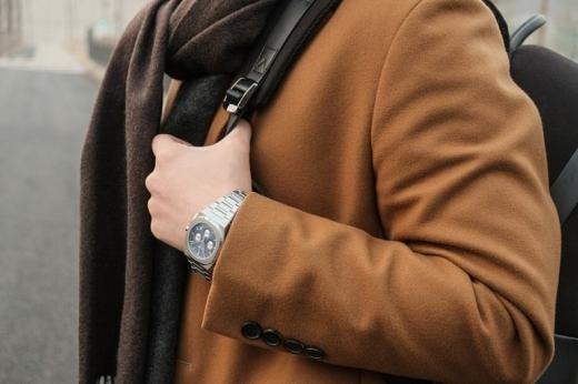 시계 전문 온라인 쇼핑몰 샤론워치가 선보인 '디원밀라노'는 젊은 남성들 사이에서 인기를 끌고 있다. /사진=샤론워치