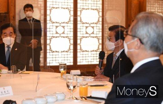 [머니S포토] 교섭단체 정당대표 만난 박병석 국회의장