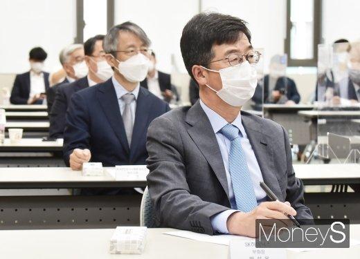 [머니S포토] 경청하는 박성욱 SK하이닉스 부회장