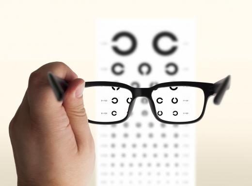 안구수술 시 좌우 눈에 대한 수술급여금이 따로 나올 수 있다. 단, 보험상품별 약관에 따라 보험금 지급여부가 다를 수 있어 확인이 필요하다./사진=이미지투데이DB