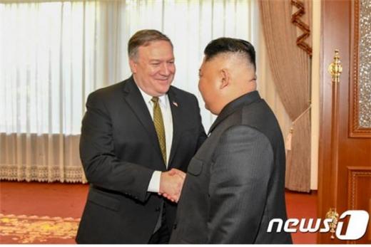 마이크 폼페이오 미국 국무장관이 북한과 관계가 개선될 것으로 내다보고 있다./사진=뉴스1