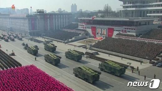 북한이 건군절(인민군 창건일) 기념 열병식에서 공개한 신형 단거리탄도미사일(SRBM) /사진=조선중앙TV 캡처