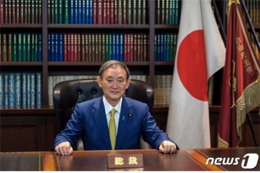 도널드 트럼프 미국 대통령과 스가 요시히데 일본 총리가 20일 전화회담을 통해 양국의 동맹관계 강화를 촉구했다./사진=뉴스1