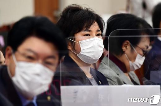 조수진 국민의힘 의원이 지난 7일 국회에서 열린 법제사법위원회 전체회의에 참석했다. /사진=뉴스1
