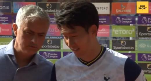조세 무리뉴 토트넘 홋스퍼 감독(왼쪽)이 사우스햄튼과의 경기가 끝난 뒤 열린 영국 'BBC'와 공격수 손흥민의 수훈선수 인터뷰 도중 끼어들고 있다. /사진=BBC 보도화면 캡처