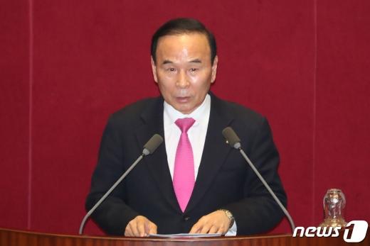 박덕흠 미래통합당 의원이 지난 3월 국회에서 열린 제9차 본회의에 참여했다. /사진=뉴스1