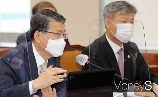 21일 국회 정무위원회 전체회의에서 은성수 금융위원장이 발언하고 있다. 이날 은 위원장은 삼성 합병문제에 대한 법원 판결이 나오면 필요한 조치를 취할 수 있다고 밝혔다./사진=임한별 기자