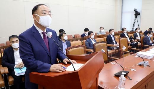 [머니S포토] 국회 기재위, 발언하는 '홍남기'