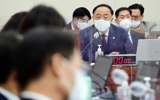 """[머니S포토] 기재위 홍남기 """"9월 중으로 재정준칙을 발표할 것"""""""