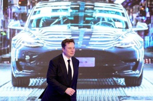 """일론 머스크 테슬라 CEO """"배터리 너무 작고 비싸… 가격 낮춰야"""""""