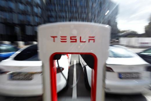 테슬라가 한 달 안에 완전자율주행이 가능한 차를 선보일 계획이라고 밝혔다. /사진=로이터