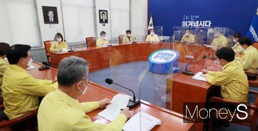 [머니S포토] 민주당 최고위 회의 주재하는 '이낙연'