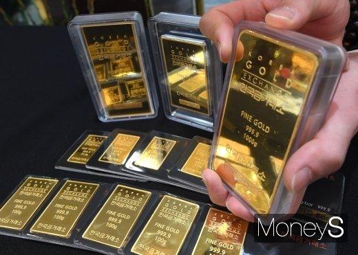 '안전자산' 금값, 오를 만큼 올랐나… 강달러에 1900달러선 붕괴