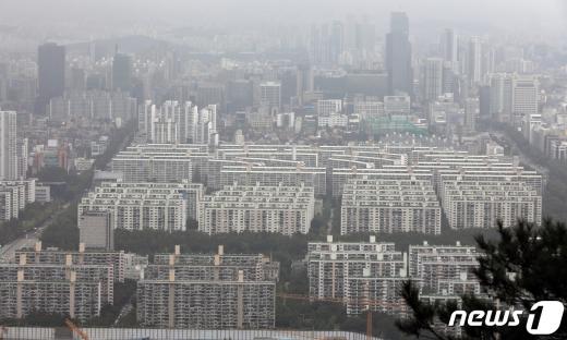 서울 강남구 아파트 단지의 모습. 2020.8.30/뉴스1 © News1 황기선 기자