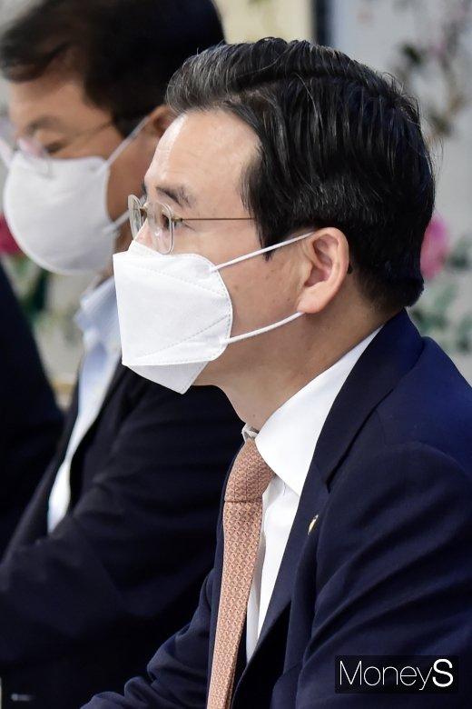 """[머니S포토] 김용범 기재 1차관, """"고용안전망 사각지대 지원 강화"""""""
