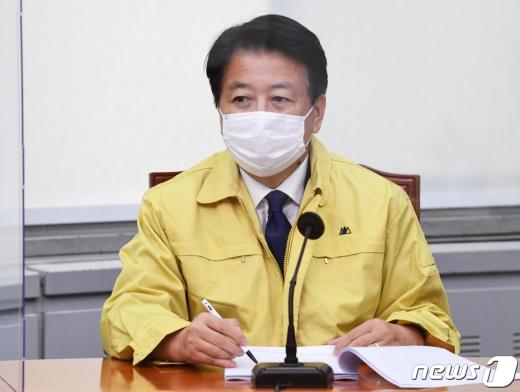 노웅래 더불어민주당 최고위원이 지난 8월 31일 국회에서 열린 당 최고위원회의에 참석했다. /사진=뉴스1
