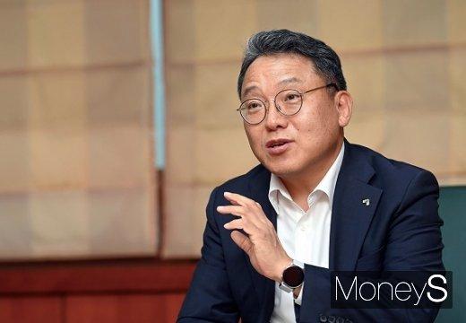 성인모 금융투자협회 산업시장총괄(전무)이 장외주식시장인 K-OTC 활성화를 위한 방안에 대해 설명하고 있다.