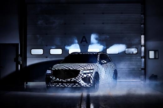올 연말 출시가 예정된 제네시스 GV70의 위장막 이미지가 공개됐다. /사진제공=현대차