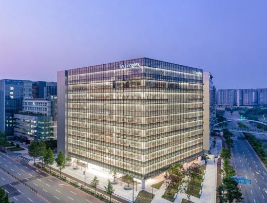 한국타이어앤테크놀로지(이하 한국타이어)가 'J2A 어워드'에서 아시아 기업으로는 유일하게 '우수(Highly Commended)' 평가를 획득했다고 6일 밝혔다. /사진제공=한국타이어