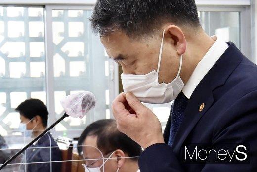 """[머니S포토] 코로나19 극복 박능후 """"의료시스템 개편 추진할 것"""""""